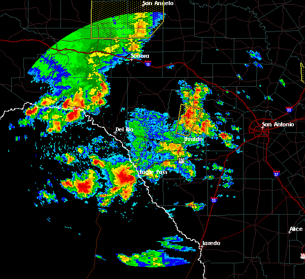 Radar Image for Severe Thunderstorms near Siesta Acres, TX at 5/24/2020 6:44 PM CDT