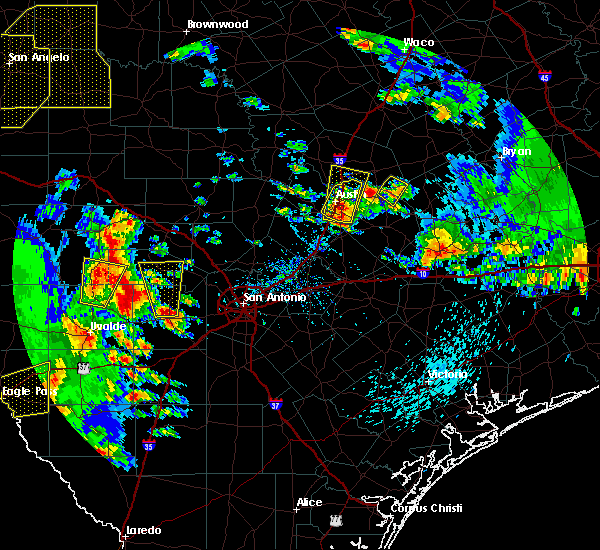 Radar Image for Severe Thunderstorms near Hondo, TX at 5/24/2020 7:00 PM CDT