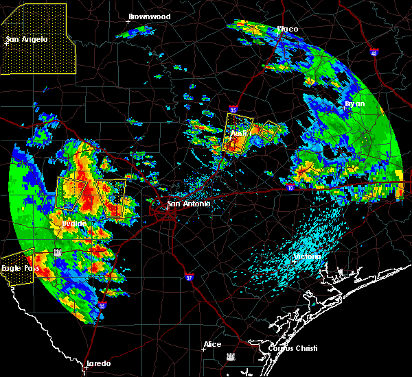 Radar Image for Severe Thunderstorms near Hondo, TX at 5/24/2020 7:15 PM CDT