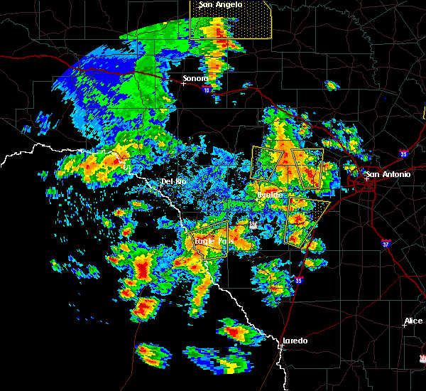 Radar Image for Severe Thunderstorms near Siesta Acres, TX at 5/24/2020 7:17 PM CDT