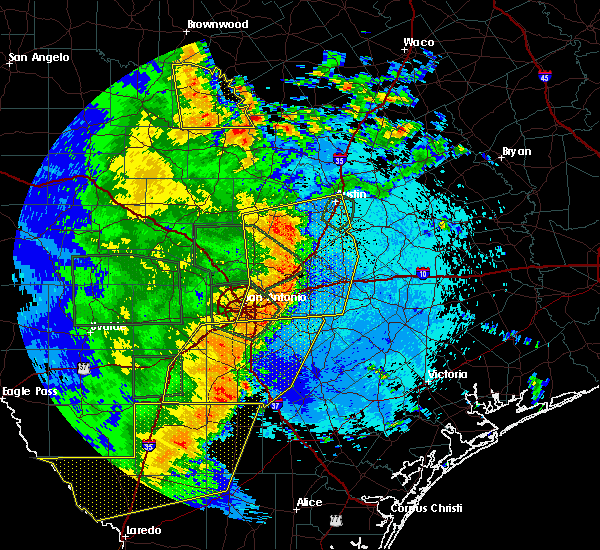 Radar Image for Severe Thunderstorms near Stockdale, TX at 5/24/2020 9:39 PM CDT