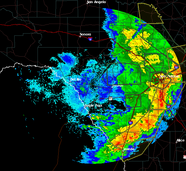 Radar Image for Severe Thunderstorms near Fowlerton, TX at 5/24/2020 9:51 PM CDT