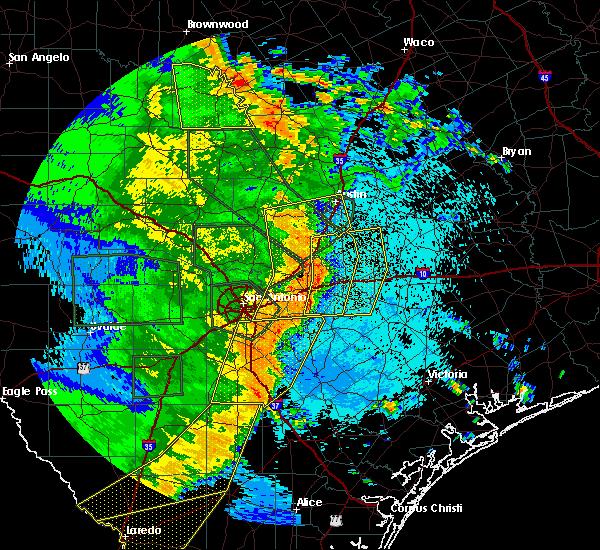 Radar Image for Severe Thunderstorms near Stockdale, TX at 5/24/2020 10:07 PM CDT