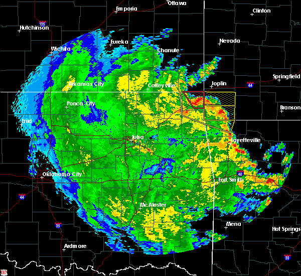 Radar Image for Severe Thunderstorms near Wyandotte, OK at 5/25/2020 9:15 PM CDT