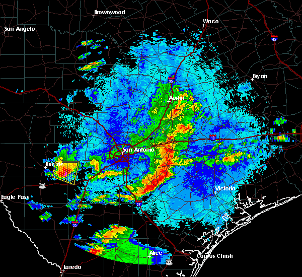 Radar Image for Severe Thunderstorms near Schulenburg, TX at 5/25/2020 11:39 PM CDT