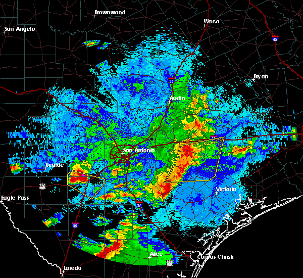 Radar Image for Severe Thunderstorms near Yoakum, TX at 5/26/2020 12:01 AM CDT