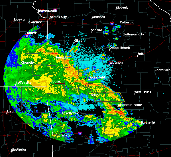 Radar Image for Severe Thunderstorms near Merriam Woods, MO at 5/26/2020 12:11 AM CDT