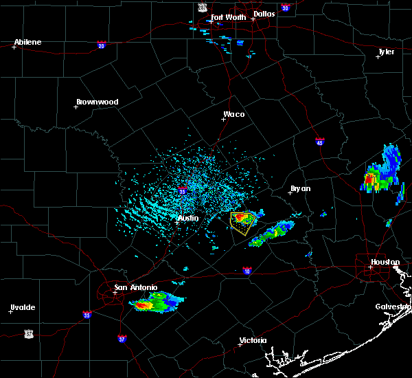 Radar Image for Severe Thunderstorms near Giddings, TX at 5/26/2020 5:03 PM CDT