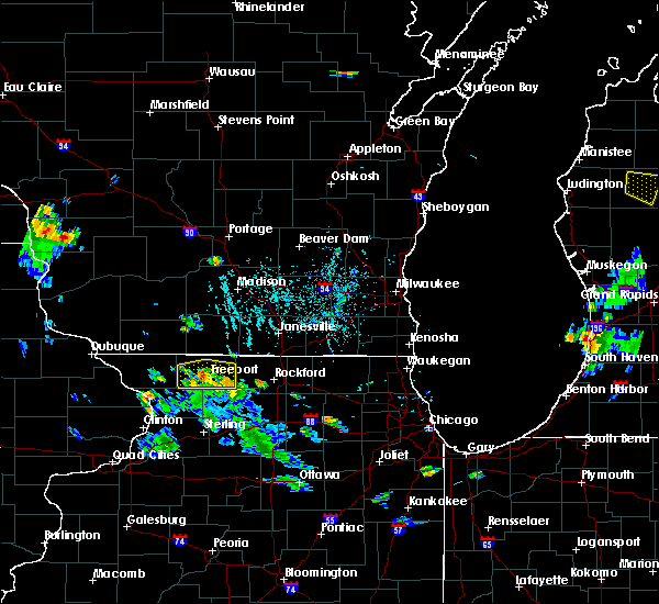 Radar Image for Severe Thunderstorms near Lake Summerset, IL at 5/26/2020 6:44 PM CDT