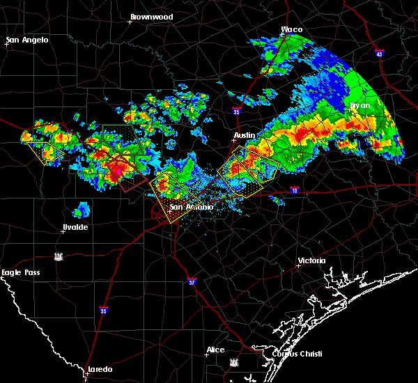 Radar Image for Severe Thunderstorms near Bastrop, TX at 5/27/2020 8:26 PM CDT