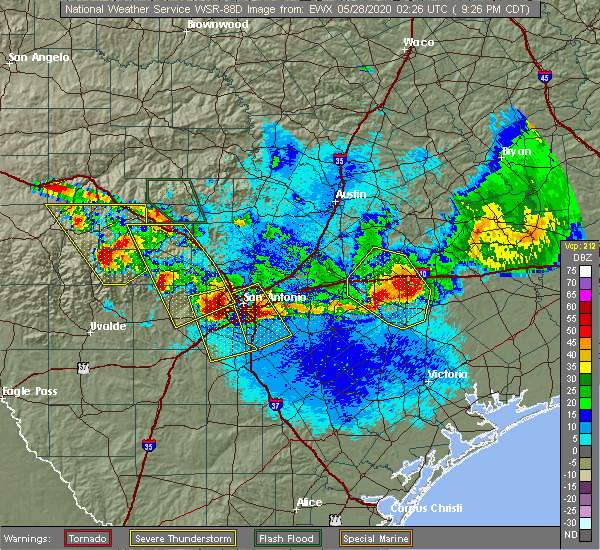 Radar Image for Severe Thunderstorms near Yoakum, TX at 5/27/2020 9:30 PM CDT