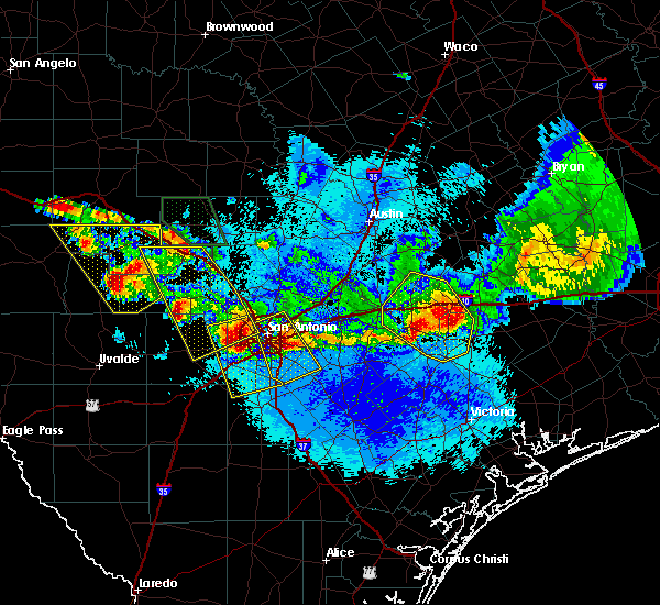 Radar Image for Severe Thunderstorms near Hondo, TX at 5/27/2020 9:30 PM CDT
