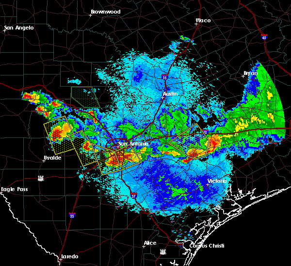 Radar Image for Severe Thunderstorms near Yoakum, TX at 5/27/2020 9:59 PM CDT