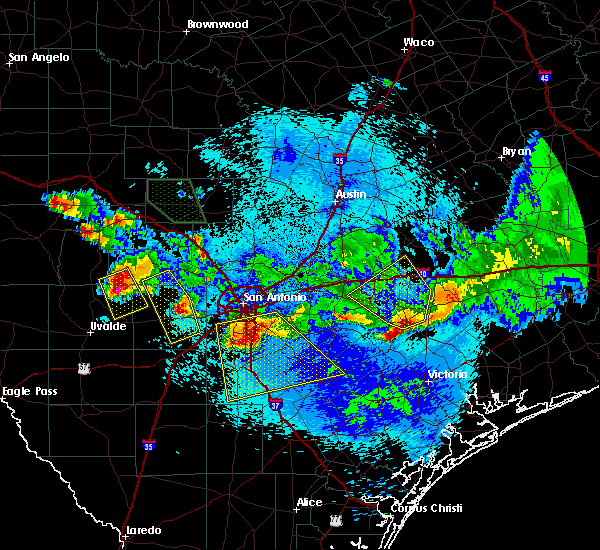 Radar Image for Severe Thunderstorms near Yoakum, TX at 5/27/2020 10:06 PM CDT