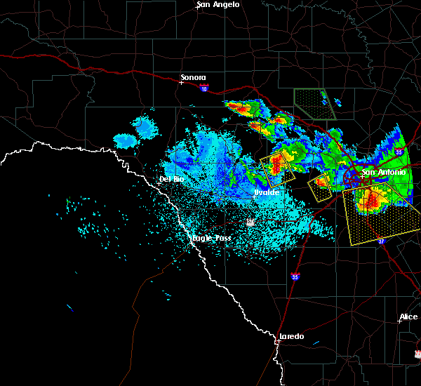 Radar Image for Severe Thunderstorms near Hondo, TX at 5/27/2020 10:12 PM CDT