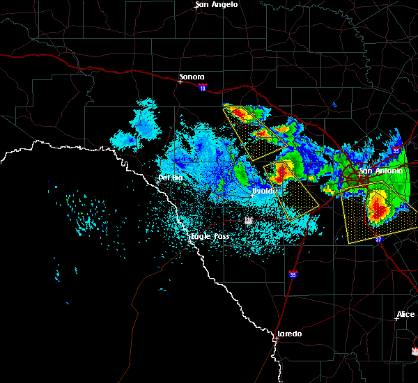 Radar Image for Severe Thunderstorms near Hondo, TX at 5/27/2020 10:40 PM CDT