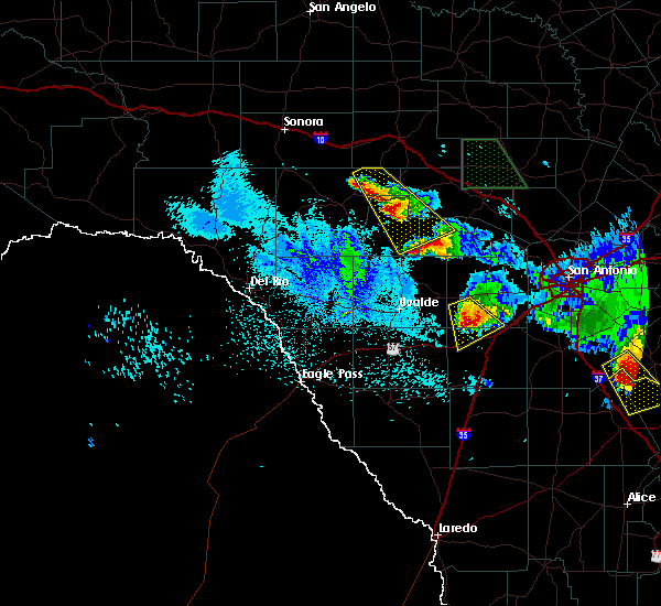 Radar Image for Severe Thunderstorms near Hondo, TX at 5/27/2020 11:09 PM CDT