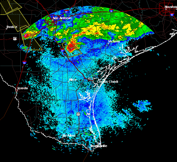 Radar Image for Severe Thunderstorms near Beeville, TX at 5/27/2020 11:27 PM CDT