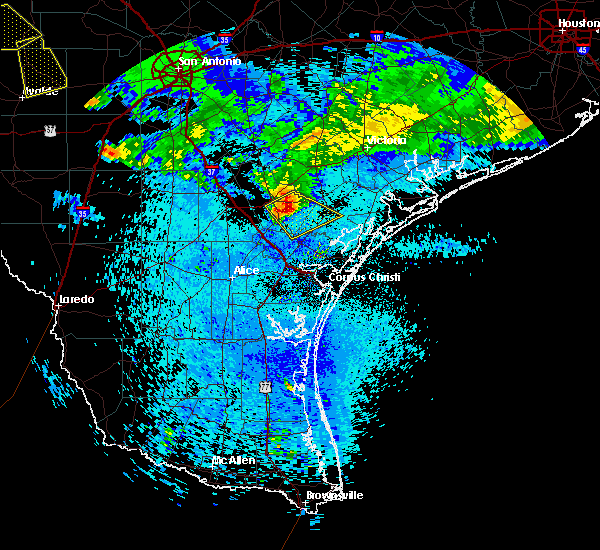 Radar Image for Severe Thunderstorms near Beeville, TX at 5/28/2020 12:08 AM CDT