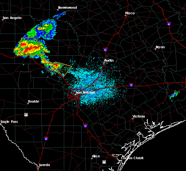 Radar Image for Severe Thunderstorms near Stonewall, TX at 5/28/2020 2:18 PM CDT