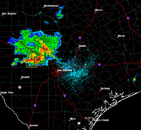 Radar Image for Severe Thunderstorms near Lake Medina Shores, TX at 5/28/2020 4:15 PM CDT