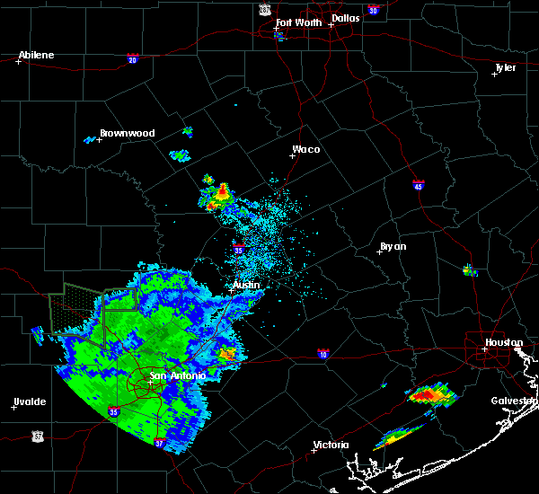 Radar Image for Severe Thunderstorms near Copperas Cove, TX at 5/28/2020 6:32 PM CDT