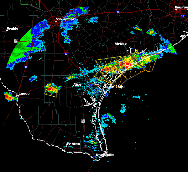Radar Image for Severe Thunderstorms near Rockport, TX at 5/28/2020 8:00 PM CDT