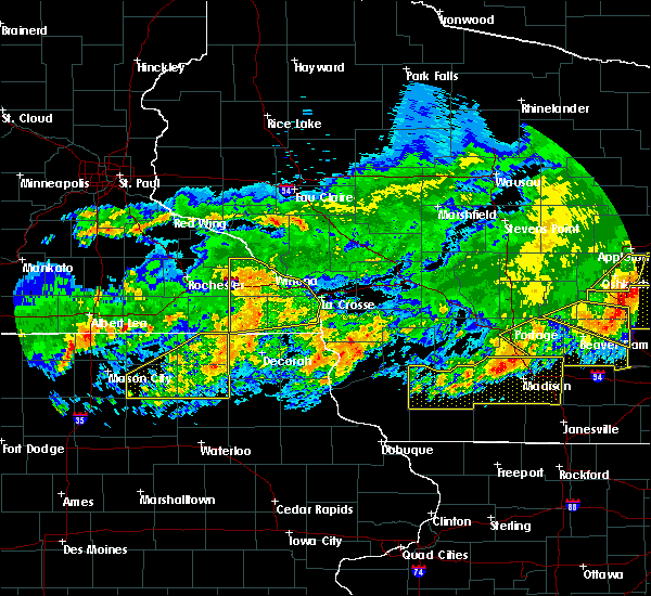 Radar Image for Severe Thunderstorms near Charles City, IA at 6/2/2020 8:44 PM CDT