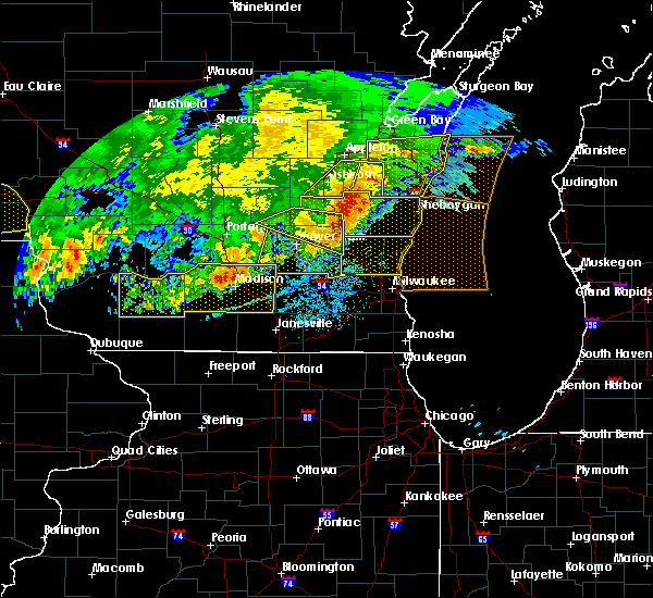 Radar Image for Severe Thunderstorms near River Hills, WI at 6/2/2020 8:47 PM CDT