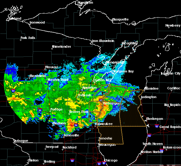Radar Image for Severe Thunderstorms near Manitowoc, WI at 6/2/2020 9:35 PM CDT