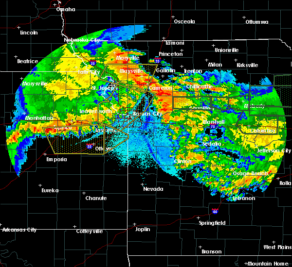 Radar Image for Severe Thunderstorms near North Kansas City, MO at 6/4/2020 1:55 AM CDT