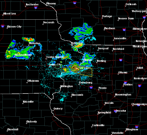 Radar Image for Severe Thunderstorms near Bettendorf, IA at 6/4/2020 10:23 PM CDT
