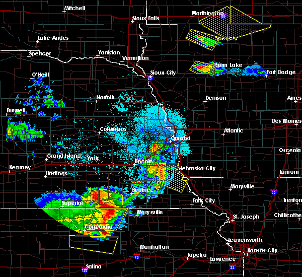 Radar Image for Severe Thunderstorms near Omaha, NE at 6/5/2020 12:32 AM CDT