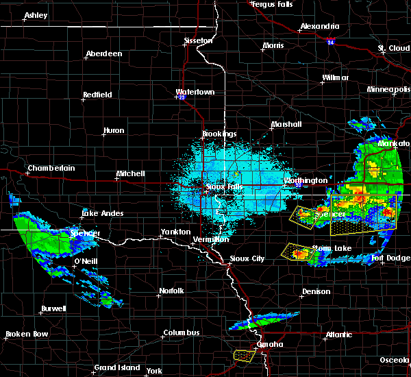 Radar Image for Severe Thunderstorms near Spencer, IA at 6/5/2020 12:37 AM CDT