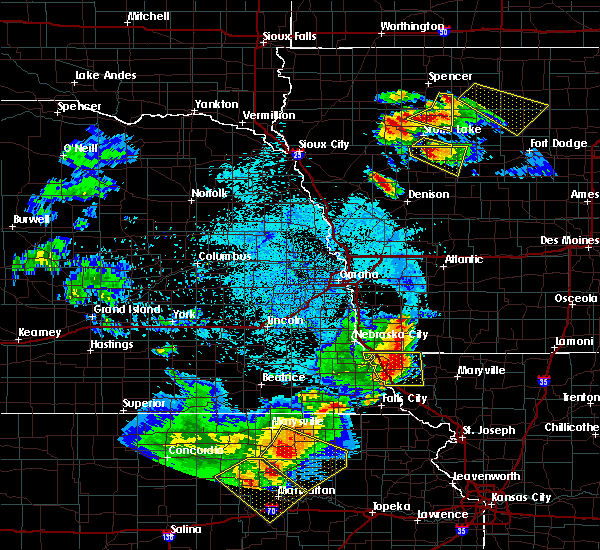 Radar Image for Severe Thunderstorms near Kiron, IA at 6/5/2020 1:30 AM CDT