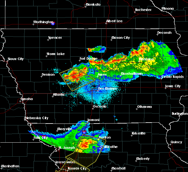 Radar Image for Severe Thunderstorms near Steamboat Rock, IA at 6/5/2020 4:00 AM CDT