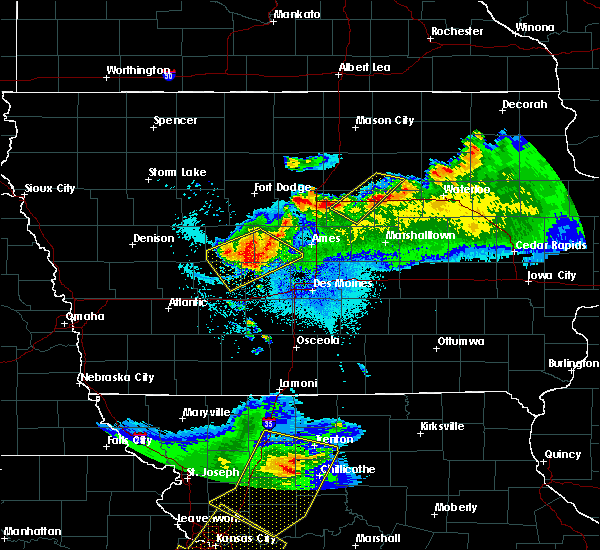 Radar Image for Severe Thunderstorms near Stuart, IA at 6/5/2020 4:15 AM CDT