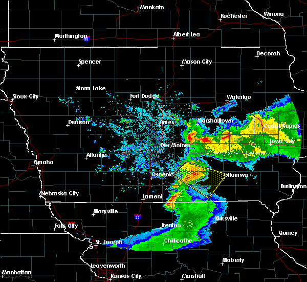 Radar Image for Severe Thunderstorms near Eddyville, IA at 6/5/2020 5:59 AM CDT