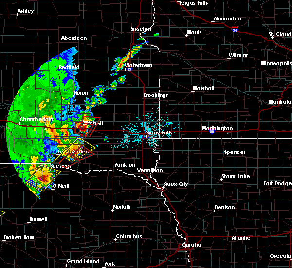 Radar Image for Severe Thunderstorms near Fulton, SD at 6/8/2020 10:11 PM CDT