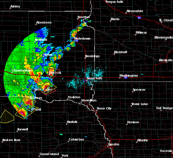 Radar Image for Severe Thunderstorms near Fulton, SD at 6/8/2020 10:33 PM CDT