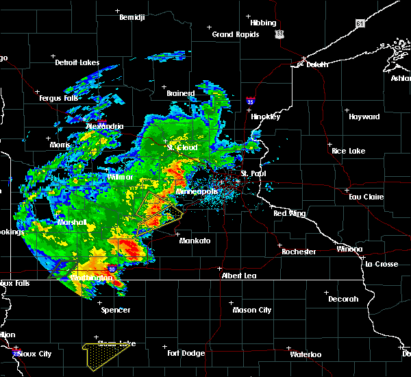 Radar Image for Severe Thunderstorms near Winthrop, MN at 6/18/2020 5:05 PM CDT