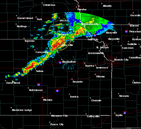 Radar Image for Severe Thunderstorms near Olsburg, KS at 6/18/2020 8:30 PM CDT