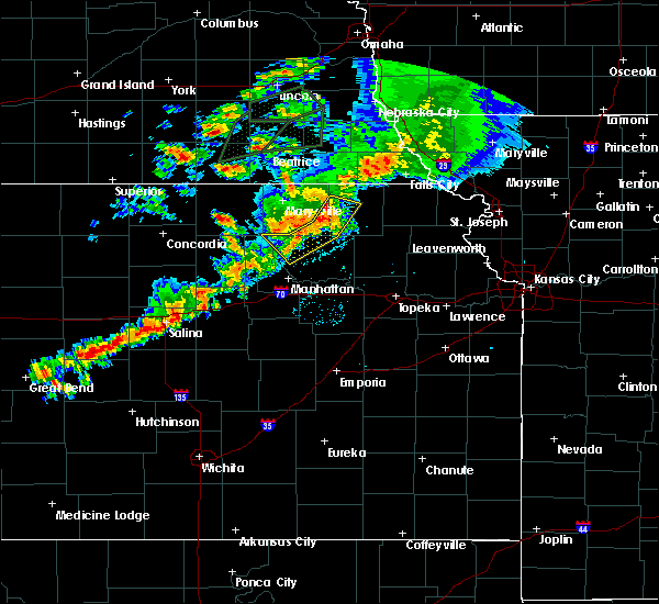 Radar Image for Severe Thunderstorms near Olsburg, KS at 6/18/2020 9:06 PM CDT