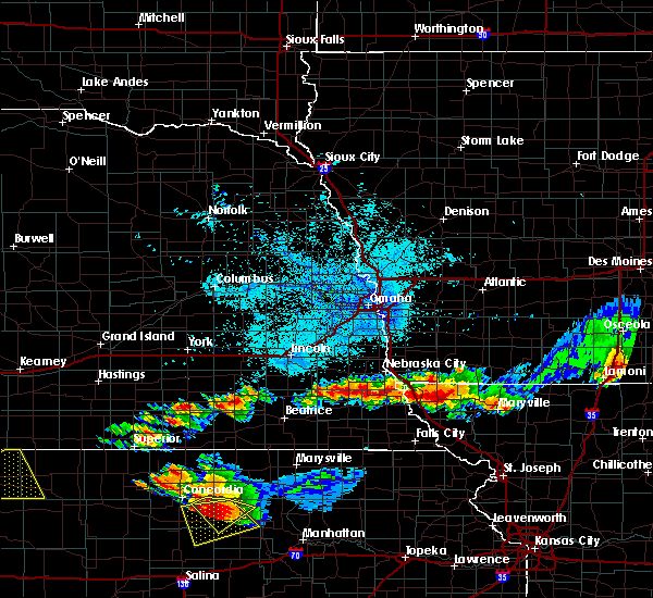 Radar Image for Severe Thunderstorms near Rock Port, MO at 6/26/2020 11:14 PM CDT