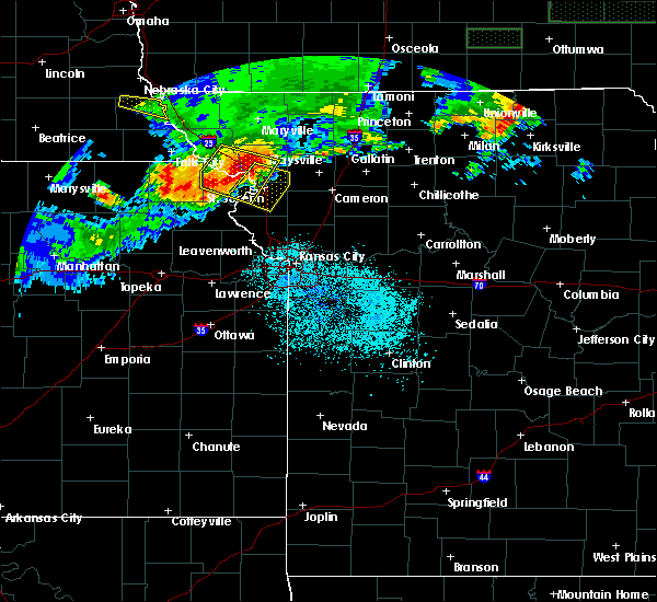 Radar Image for Severe Thunderstorms near Amazonia, MO at 6/27/2020 1:10 AM CDT