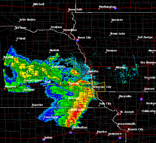 Radar Image for Severe Thunderstorms near Rock Port, MO at 6/28/2020 4:00 AM CDT