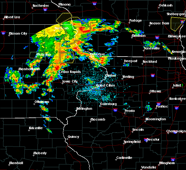Radar Image for Severe Thunderstorms near Earlville, IA at 7/9/2020 3:21 PM CDT