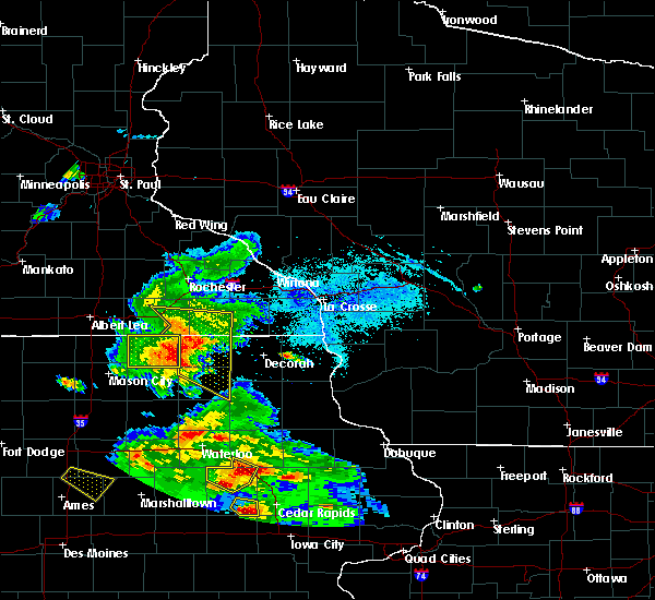 Radar Image for Severe Thunderstorms near Chester, IA at 7/11/2020 5:33 PM CDT