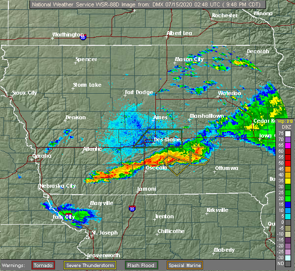 Radar Image for Severe Thunderstorms near Eddyville, IA at 7/14/2020 9:55 PM CDT