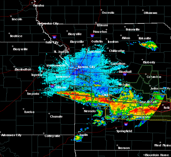 Radar Image for Severe Thunderstorms near Mound City, KS at 7/1/2015 11:30 PM CDT